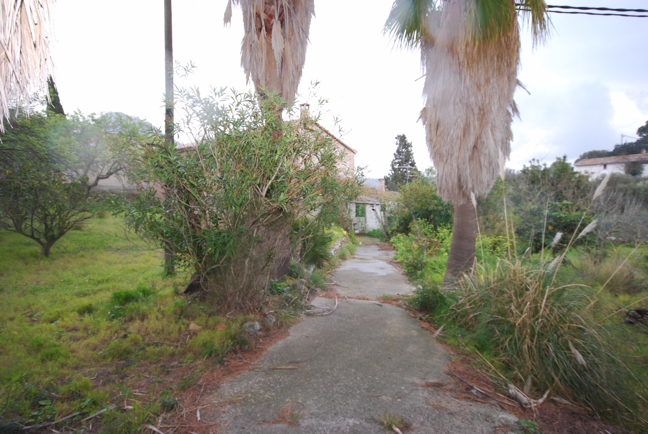 Casa con terreno de 1625 m2 ubicada en Galilea, serra de Tramuntana.