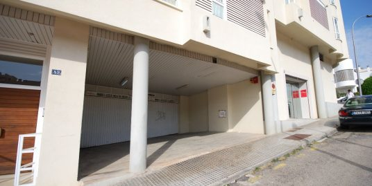 Plaza de aparcamiento ubicado en la zona del pueblo Español en Palma
