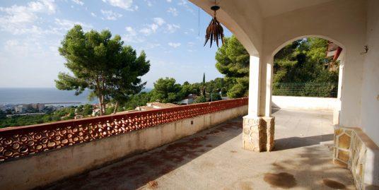 Fantástico solar con edificación con excelentes vistas al mar, en zona privilegiada y exclusiva