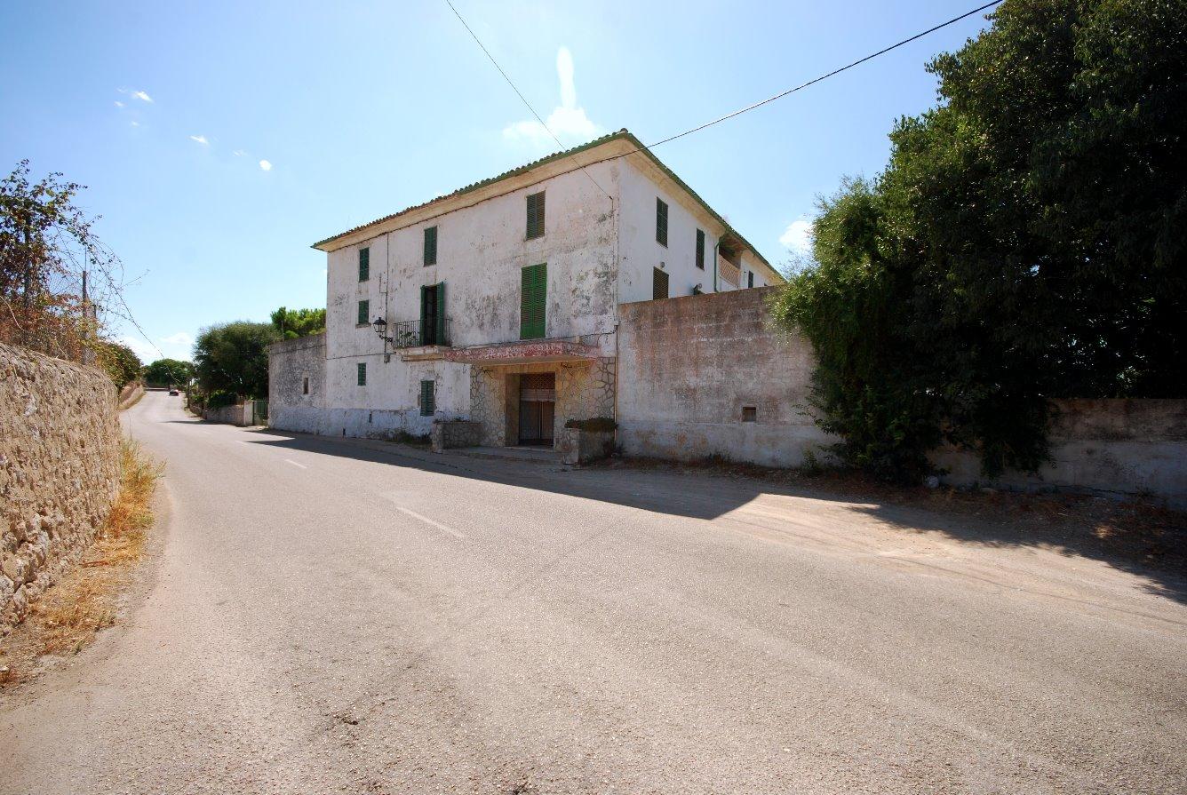 Casa señorial mallorquina del siglo XVIII,  en Campanet