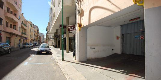 Plaza de aparcamiento en planta sótano ubicado en edificio en la zona de las avenidas de Palma, próxima a todos los comercios, centro de negocios de la zona.