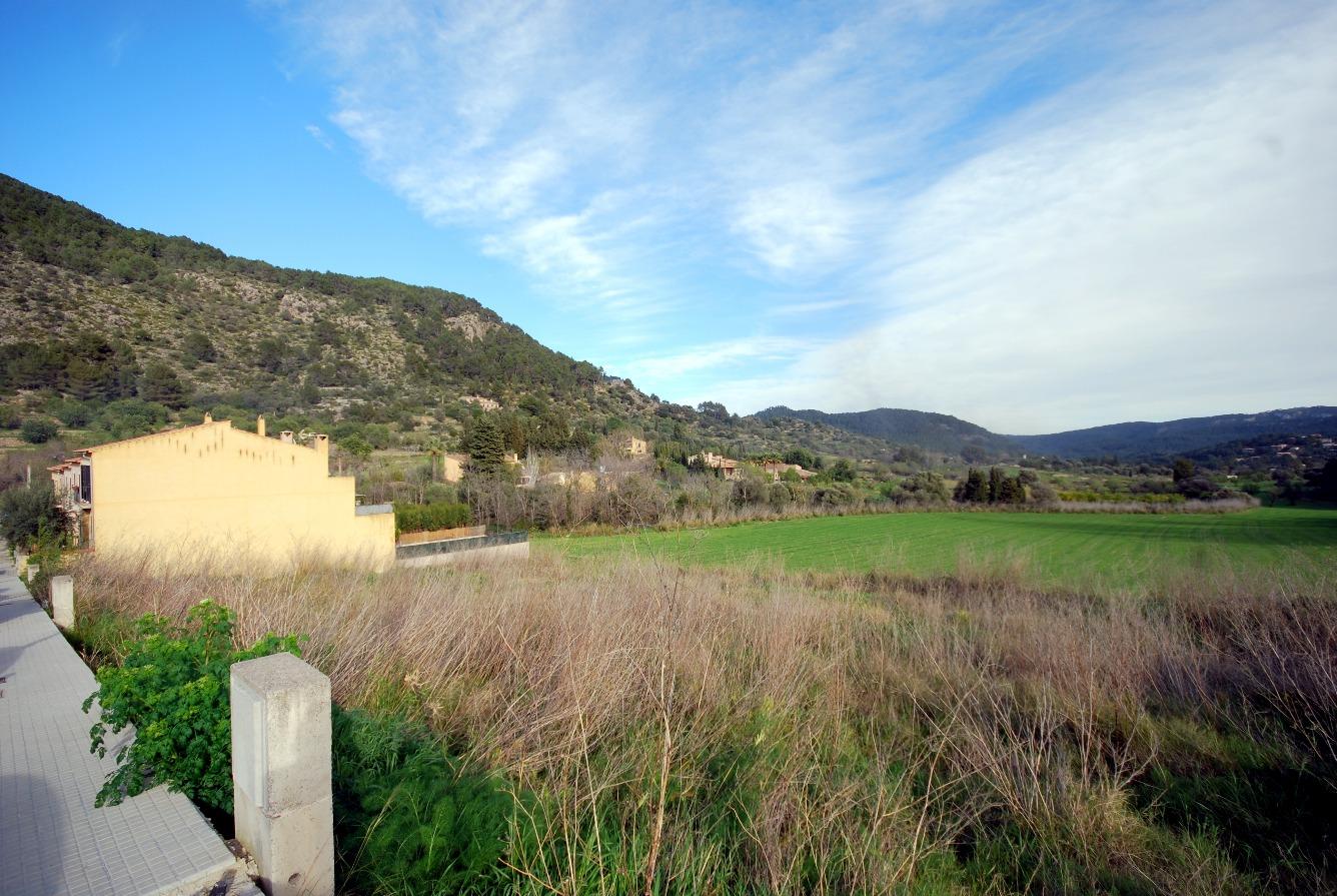 Parcela urbana en el pueblo de Puigpunyent. Excelente orientación, con vistas panorámicas