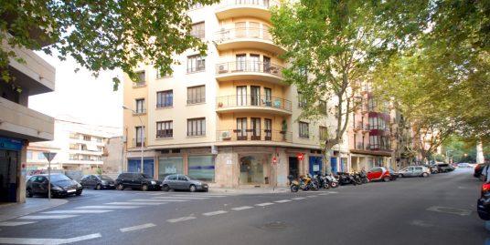 Piso céntrico en Palma a reformar, con amplia terraza junto al parc de Ses Estacions