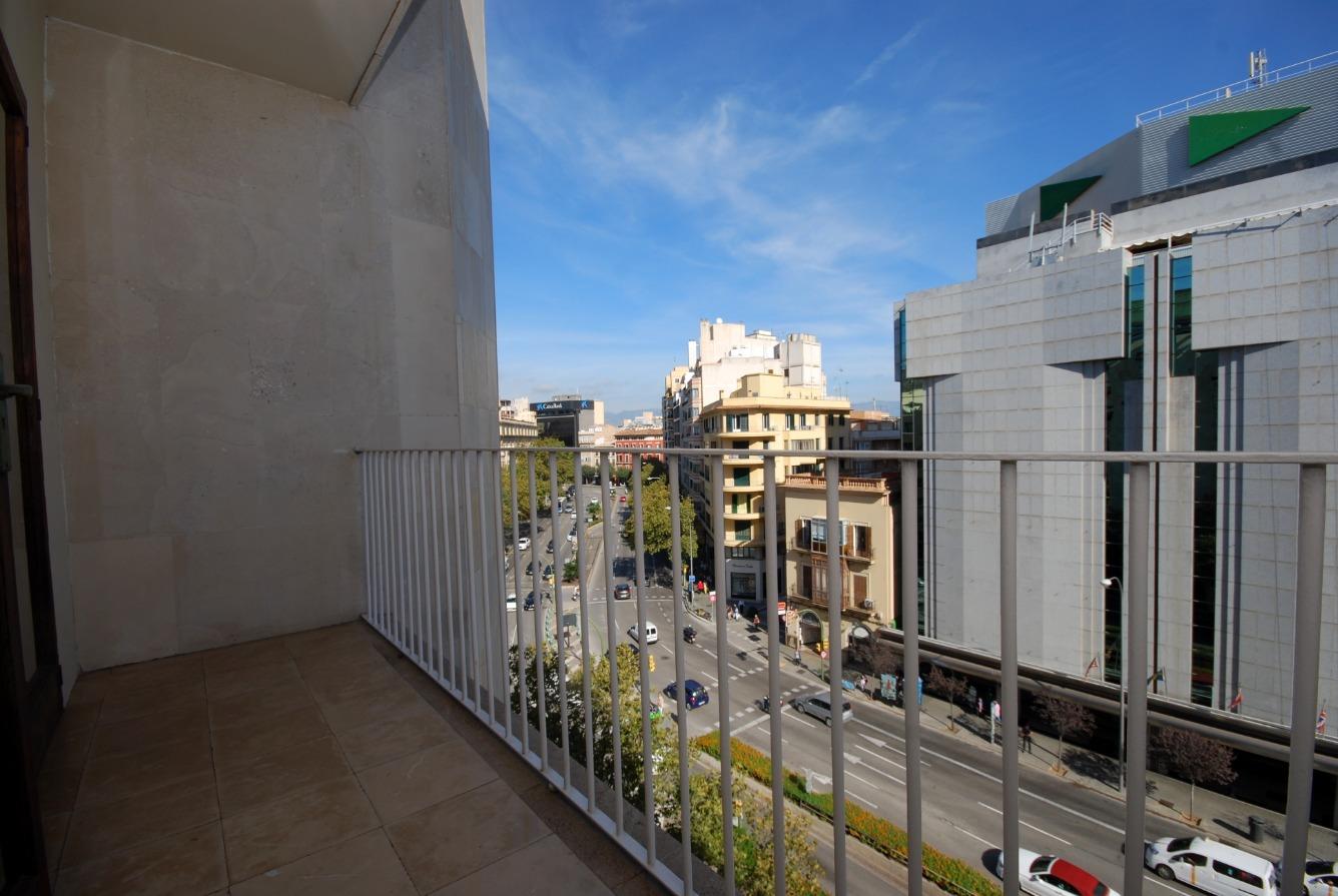 Espacioso y luminoso piso en el centro de Palma, zona avenidas a reformar.