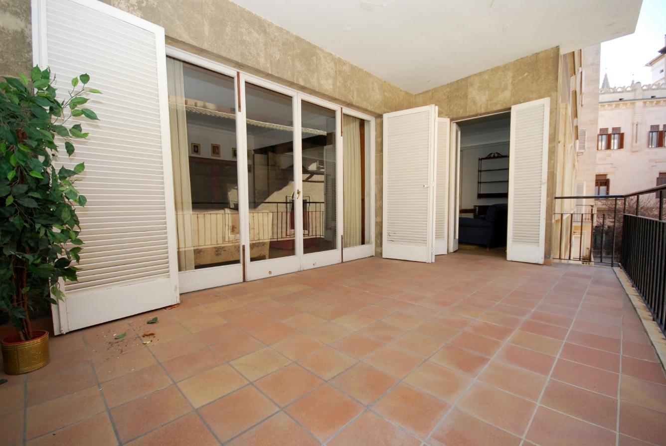 Precioso piso muy espacioso con terraza en una de las mejores zonas de la ciudad de Palma, junto al Paseo del Borne.