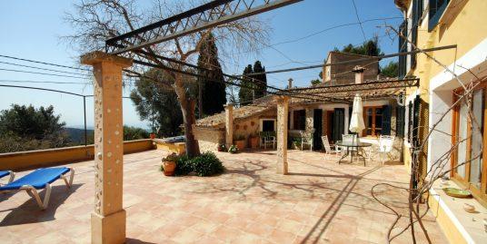Casa en el idilico pueblo de Galilea en plena Serra de Tramuntana, con excelentes vistas al mar y a las montañas