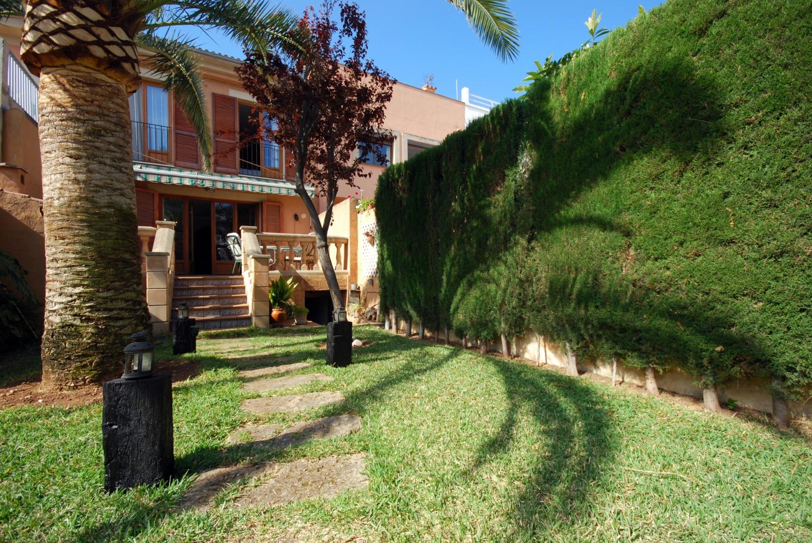 Chalet adosado con jardín , en la zona residencial del Amanecer en Palma