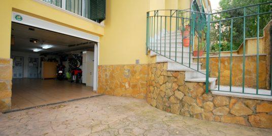 Vivienda adosada en zona residencial tranquila y familiar