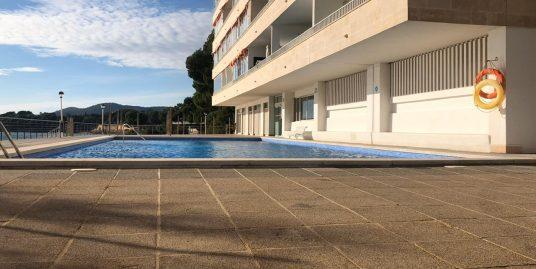 Amplio trastero en el edificio Club Marina junto a la playa con rampa de acceso.