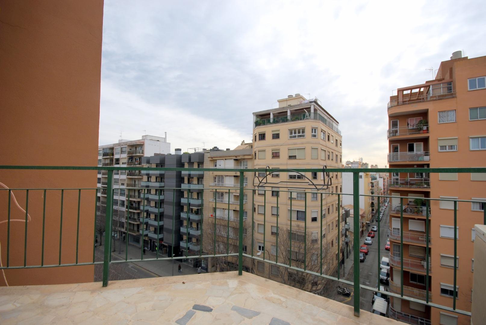 Piso en zona Aragon junto a la escuela de idiomas.