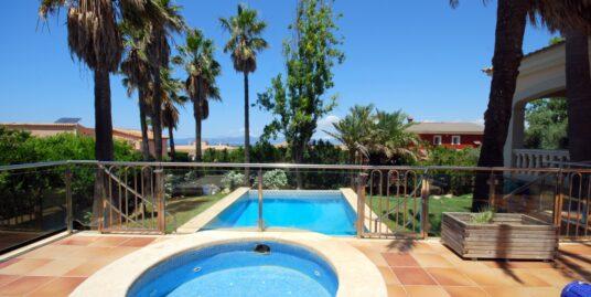 Chalet unifamiliar con piscina en la urb. Sa Torre, zona residencial familiar próxima al mar