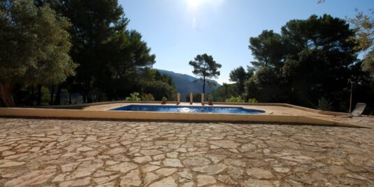 Casa rústica en la parcelación Son Net de Puigpunynent, rodeada de naturaleza con excelentes vistas panorámicas.
