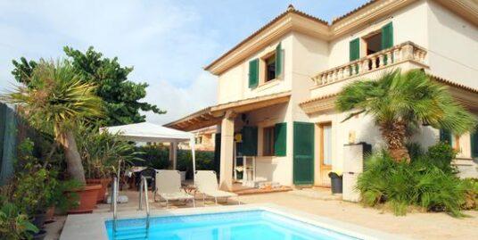 Chalet unifamiliar con piscina y jardín en la zona de Ses Cases Noves- Cas Maiot.