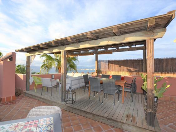 Espectacular ático con terraza solárium y magnificas vistas al mar.