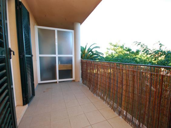 Piso muy luminoso, ubicado en complejo residencial con zonas ajardinadas, piscina y parque infantil.