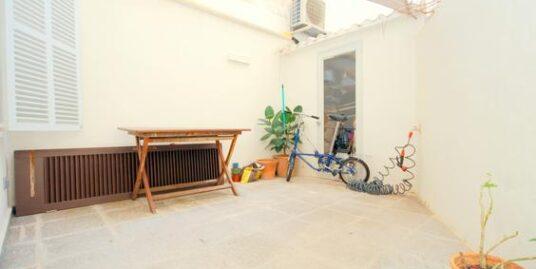 Piso moderno, práctico y funcional, totalmente reformado cálido y confortable en el centro de la ciudad.