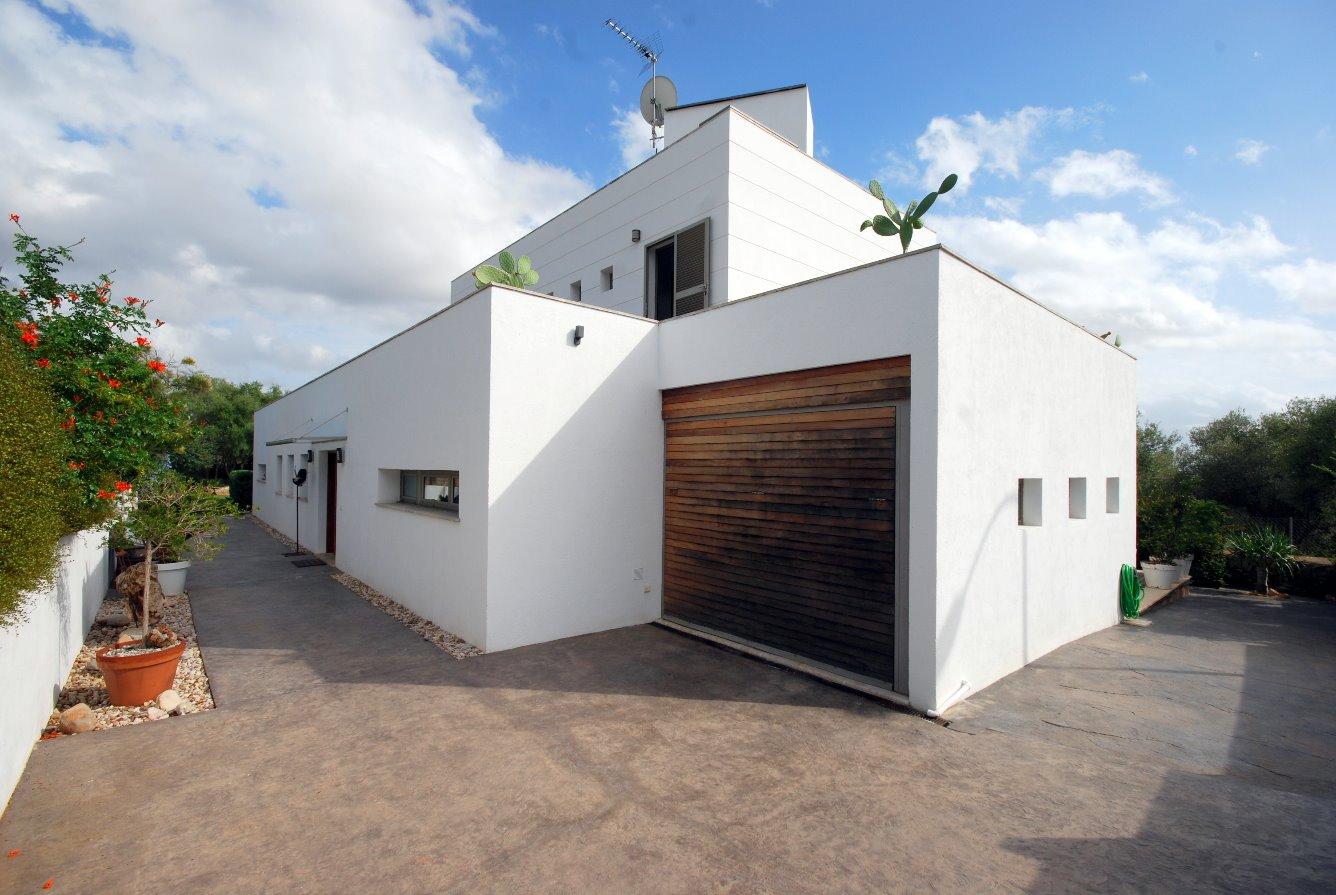 Chalet unifamiliar con piscina de estilo minimalista, moderno y funcional en Sa Cabaneta, excelente ubicación con vistas a la montaña y al mar