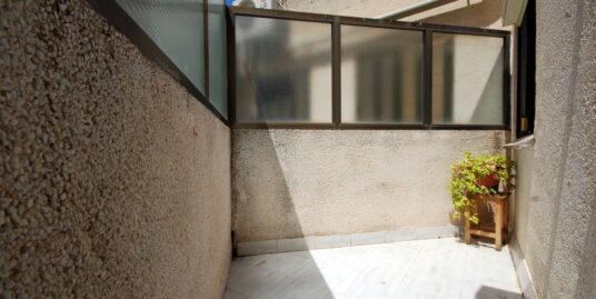 Oficina ubicada en Palma , zona de Carretera de Valldemosa muy próxima a S' Escorxador