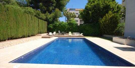 Piso muy cómodo y acogedor en zona de la Bonanova de Palma con vistas al mar .